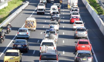 Major traffic delays on M1 southbound after car collides with barrier at Helensvale