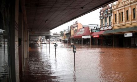 Queensland flood devastation 'could have been avoided', lawyers claim