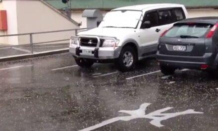 Thunderstorms hit Sydney and Brisbane
