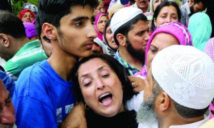 Thousands throng Shujaat Bukhari's farewell in Valley