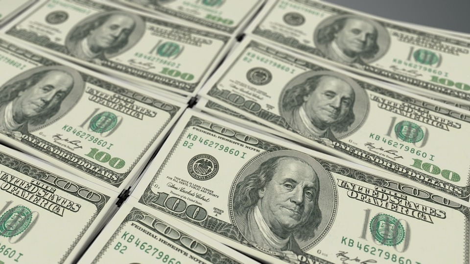 US dollar rises following Powell's warning of prolonged recession