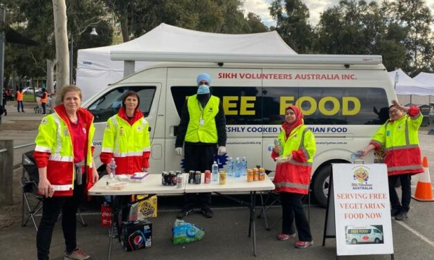 Sikh Volunteers Australia serves free meals to residents stuck in Melbourne's housing commissions amid strict lockdown
