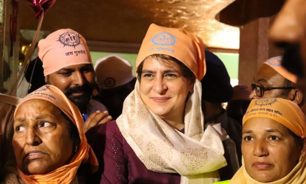 Priyanka visits Ravidas temple in Varanasi