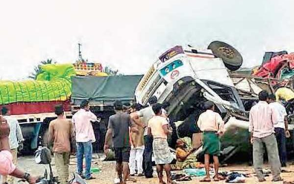 Six killed in UP road accident, 11 injured