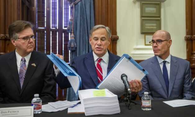 Texas Guv urges federal govt to end border crisis
