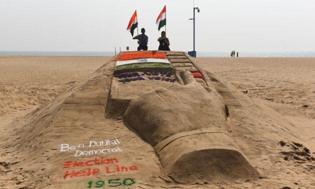 TN students through sand art urge people to vote