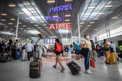 France imposes mandatory quarantine on several countries